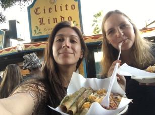 Olivia y yo con nuestra comida