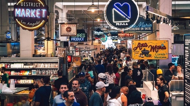 grand_central_market_crowd